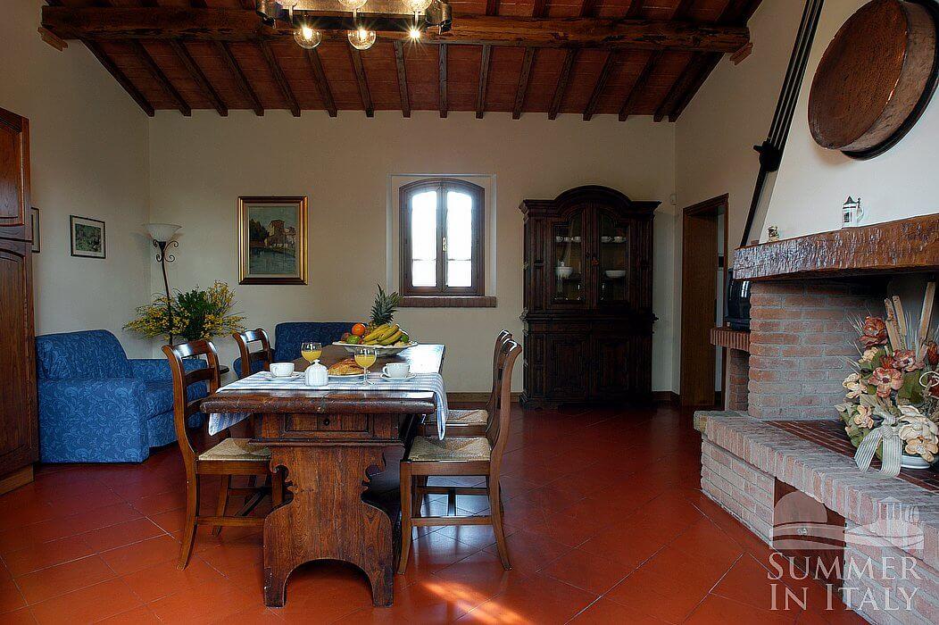Villa viviana c appartamento ammobiliato in montaione for Arredo casa montaione