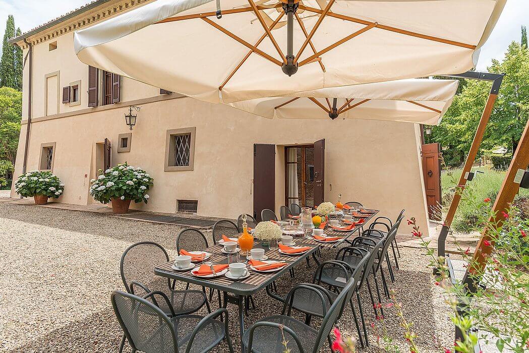 Villa alba appartamento ammobiliato in asciano toscana for Piani casa villa toscana