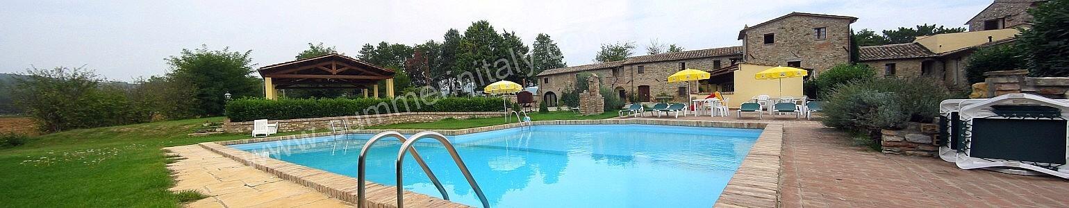 Villa pavone a appartamento ammobiliato in montone for Quattro piani di casa camera da letto ranch