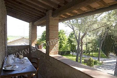 Villa saveria o appartamento ammobiliato in colle di val for Piani casa di campagna con avvolgente portico