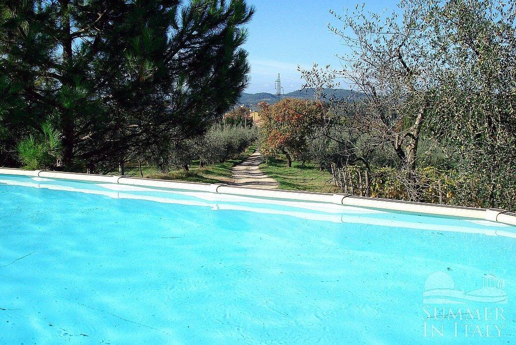 Villa gentile villa in affitto in san casciano in val di for Riparare piscina