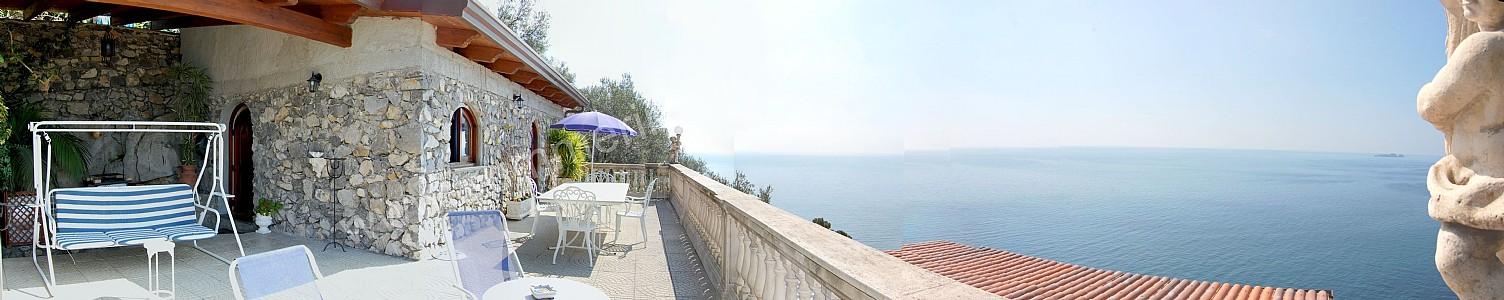Suite ernestina appartamento ammobiliato in positano for Piani casa costiera