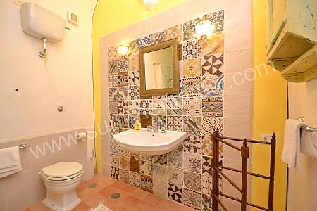 Casa odalisca appartamento ammobiliato in positano costiera amalfitana italy - Bagno con maioliche ...