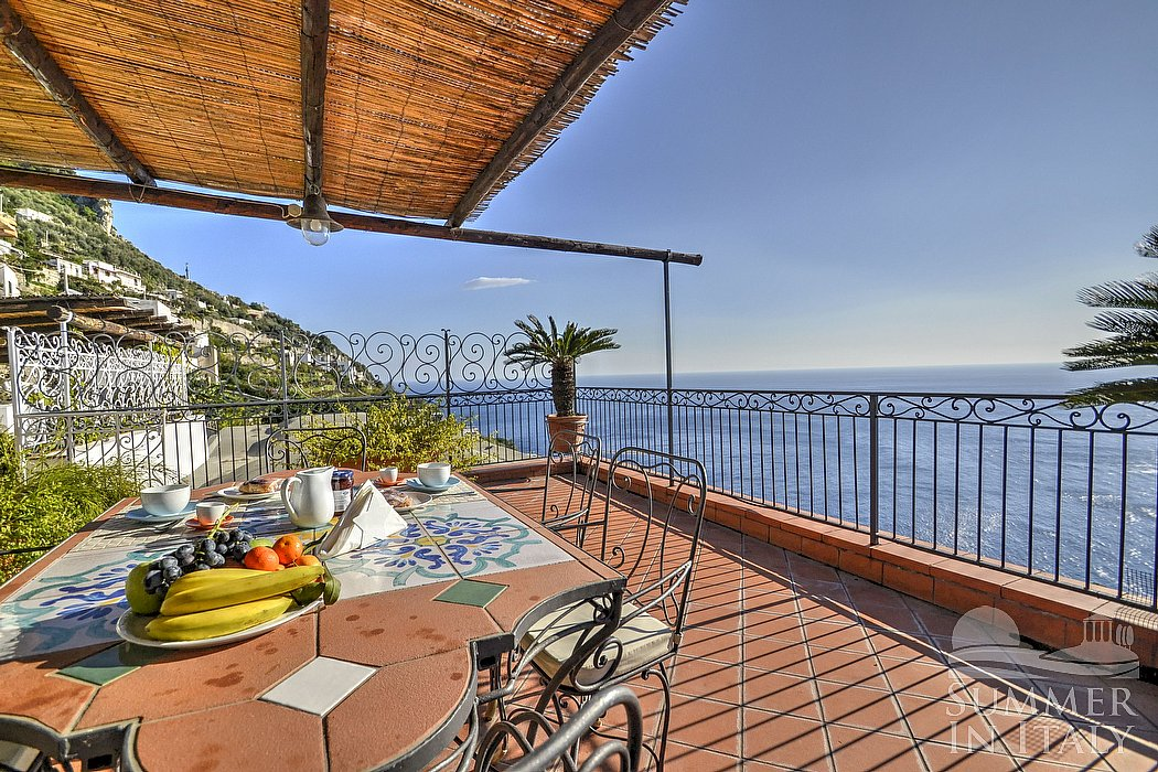 Casa alfonsina villa in affitto in praiano costiera for Piani casa costiera