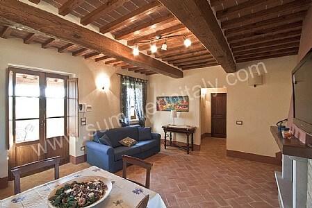 Casa grifone c appartamento ammobiliato in camucia di cortona toscana italy - Colore divano pavimento cotto ...
