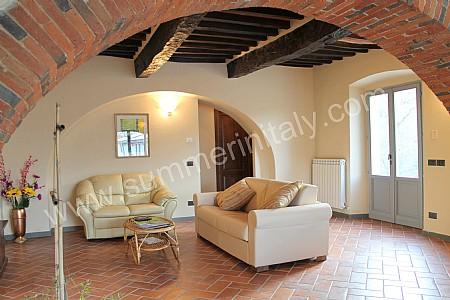 Casa romice a appartamento ammobiliato in laterina toscana italy - Arco per dividere soggiorno e cucina ...