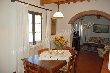 Villa iva b appartamento ammobiliato in montaione for Arredo casa montaione