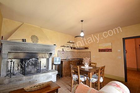 Villa Arcanda D: Appartamento ammobiliato in Policiano, Toscana, Italy