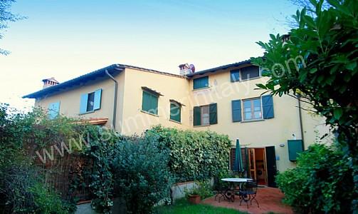 Casa gavina appartamento ammobiliato in cerbaia toscana for Quattro piani di casa camera da letto ranch