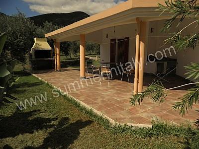 Villa sinedina a appartamento ammobiliato in tertenia for Piani di una casa colonica avvolgono il portico