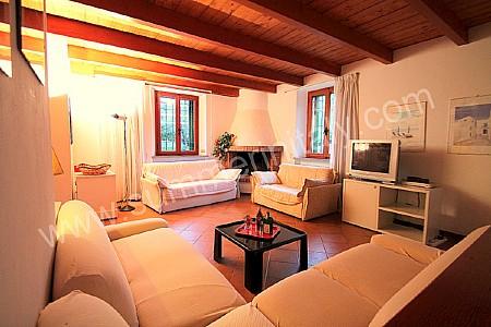 Villa sospiro villa in affitto in castiglioncello for Arredamento moderno su pavimento in cotto