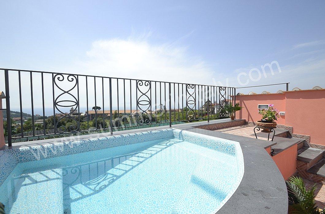 Villa panfilo villa in affitto in massa lubrense for Piscina per terrazzo