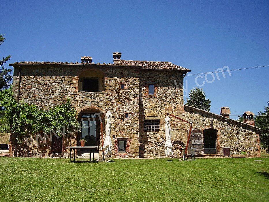 Villa rufina villa in affitto in sinalunga toscana italy for Piani casa villa toscana
