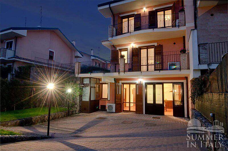 Villa rosalinda casa vacanza in trecastagni sicilia italy for Quattro piani di casa camera da letto ranch