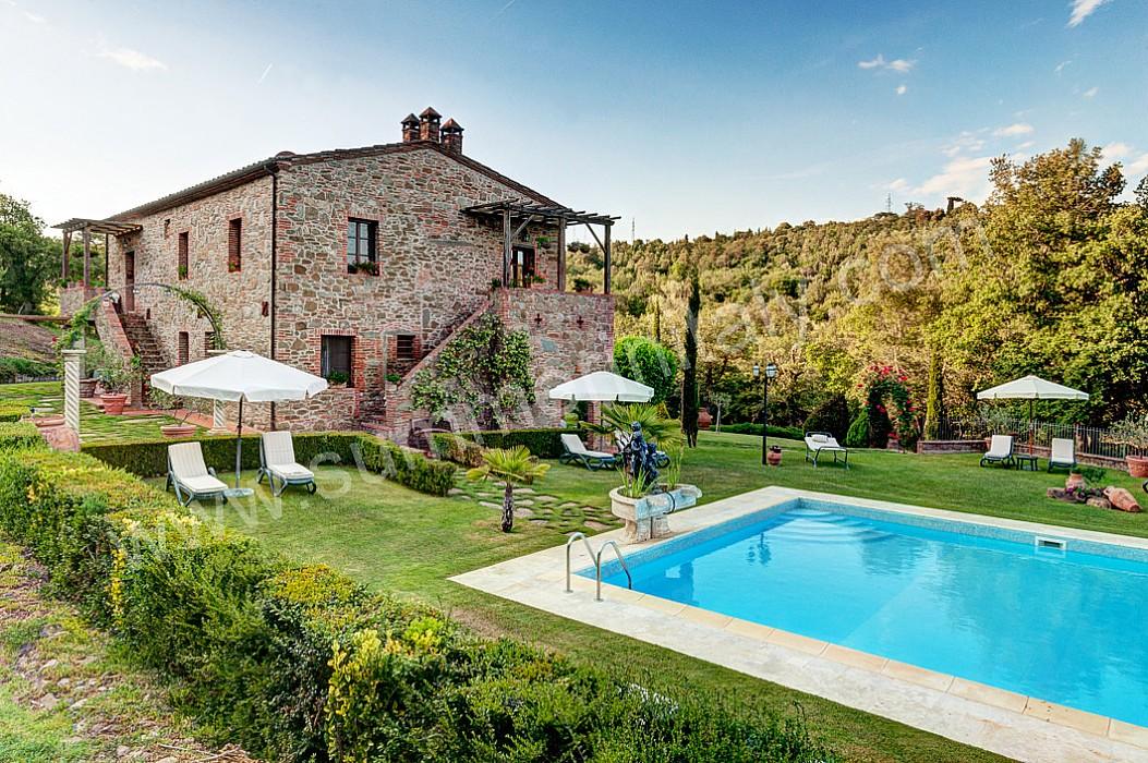 Casa genziana a appartamento ammobiliato in rigomagno for Piani del cortile con piscine