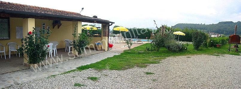 Villa pavone b appartamento ammobiliato in montone for Piani di piccola fattoria avvolgono portico