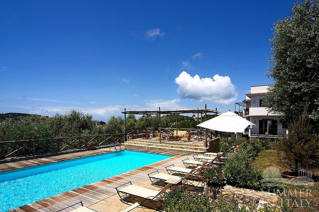 Villa carissa c appartamento ammobiliato in sant 39 agata for Case da 2500 a 3000 piedi quadrati
