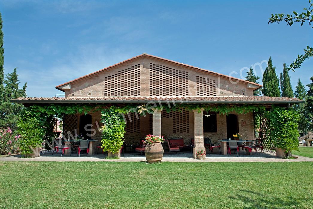 Casa canarino e appartamento ammobiliato in montelopio for Case di campagna della collina del texas
